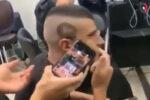 Berbere nasıl gösterirsen göster, o da böyle saç yapar
